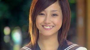 八重歯な沢尻エリカさんの画像