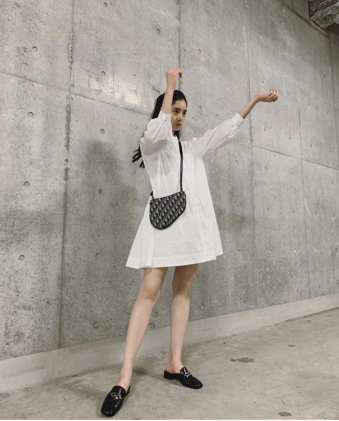 新木優子さんミニスカート画像5