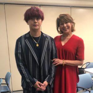 山田優さんの母親と弟の親太朗さん画像