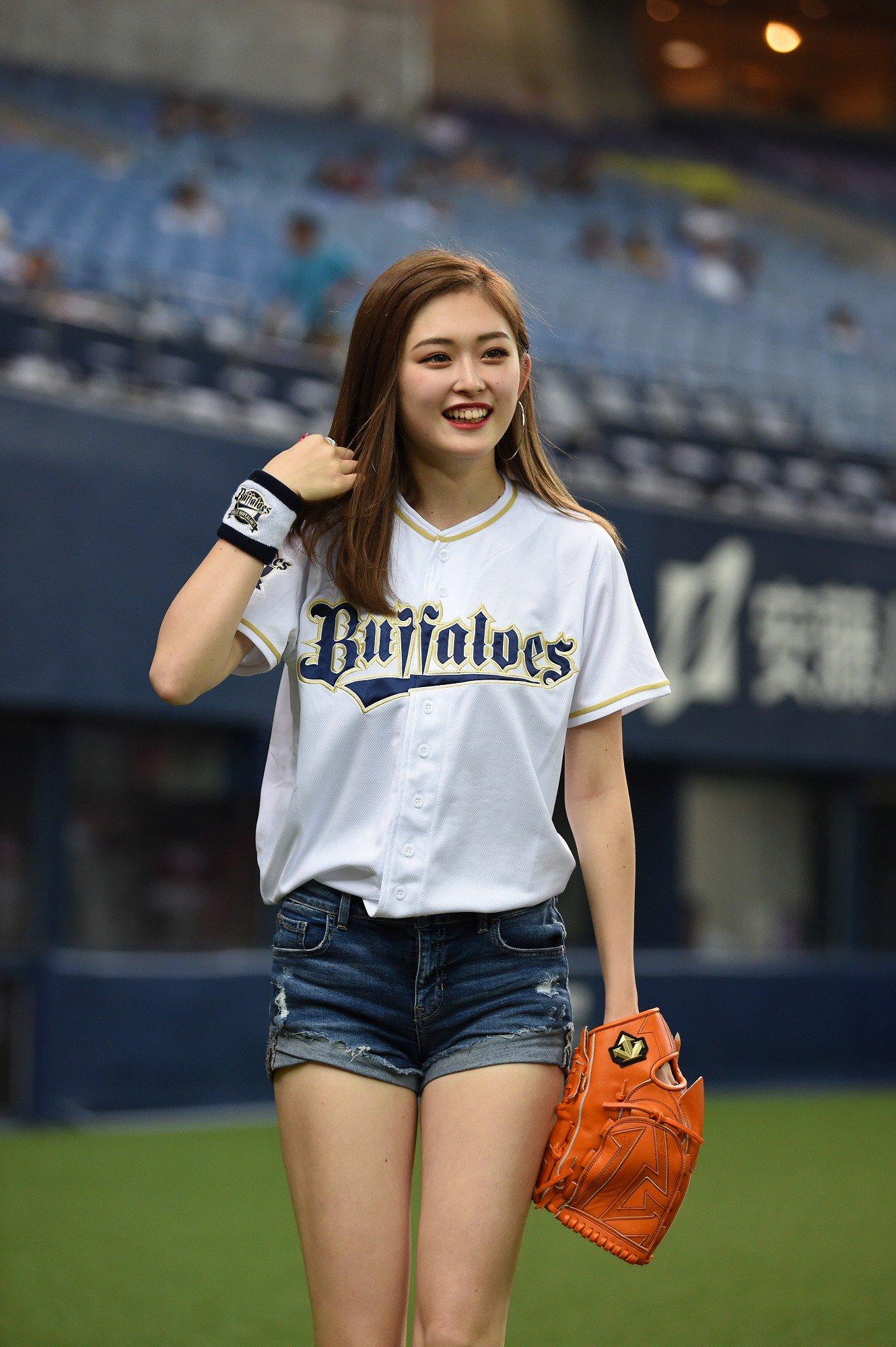 ゆうちゃみさん野球ユニフォームの顔画像