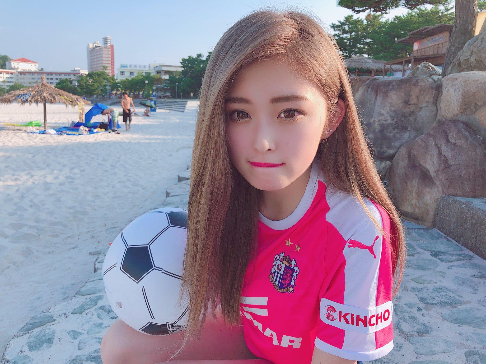 ゆうちゃみさんサッカーユニフォームの顔画像